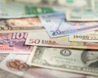 Доллар закрепился выше