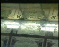 Доллар и евро идут вниз.
