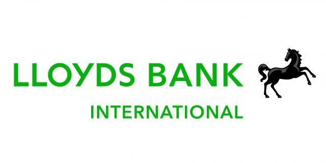Lloyds продает активы на