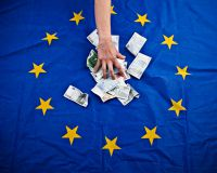 Еврозона склоняется к