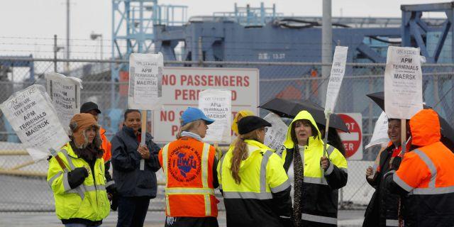 Забастовки в двух портах