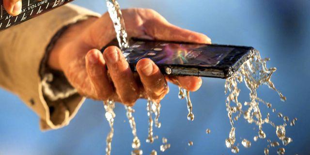 Sony Xperia Z падает в