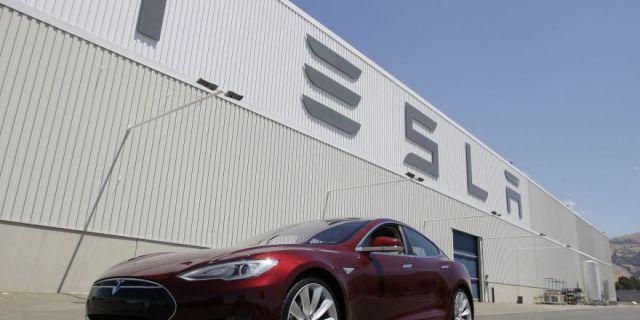Tesla мчится в Китай