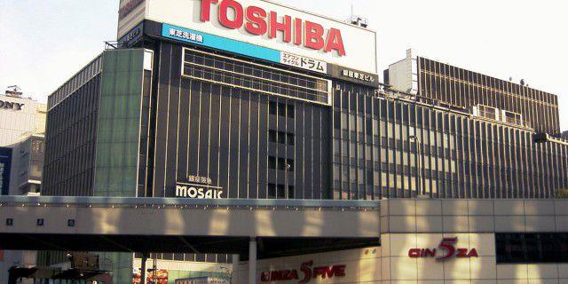 Toshiba уволит половину