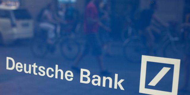 Deutsche Bank отстранил