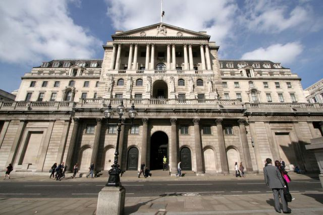 Банк Англии не намерен