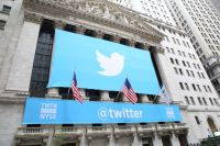 Twitter покупает 900
