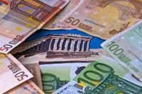 Евро упал к доллару до