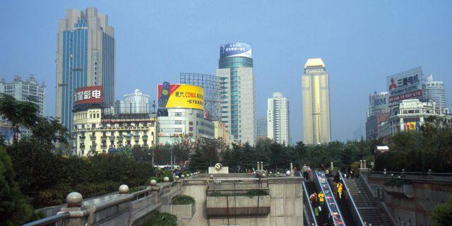 Земля в Китае продолжает