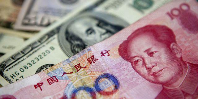 Курс юаня резко упал по