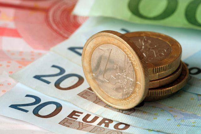Евро вырос до максимума