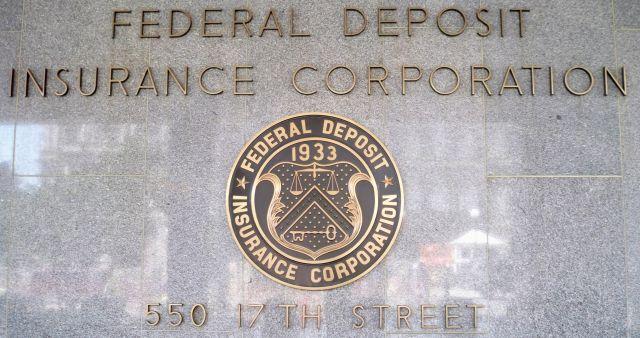 США обвинили 16 банков в
