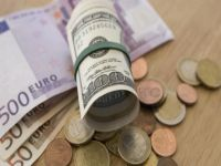 Курс доллара США упал