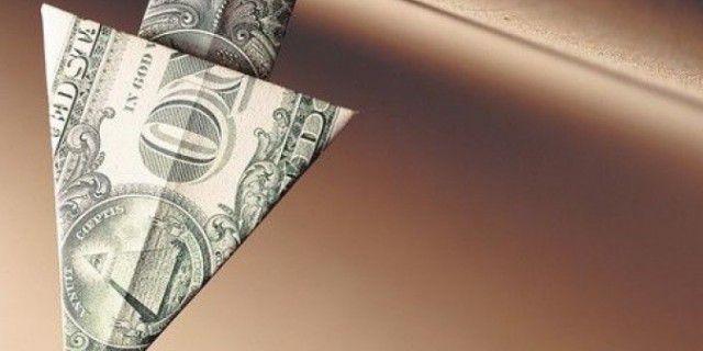 Доллар рухнул сразу на