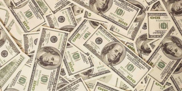 Курс доллара снижается,