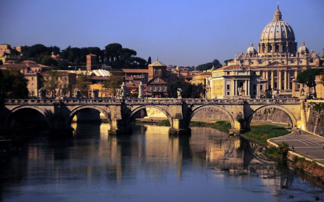 Власти Италии понизили