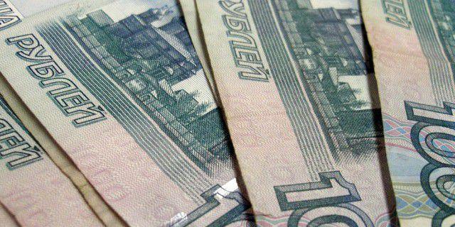 Рубль ослаб на фоне