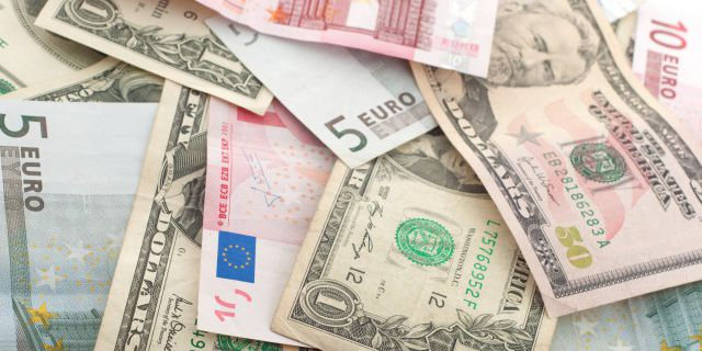 Доллар и евро выросли