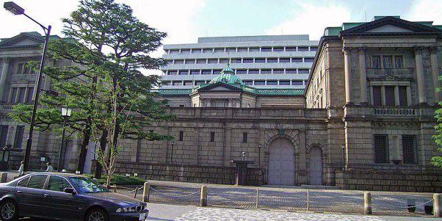 Банк Японии продолжит