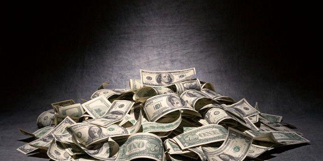 Доллар укрепляется на