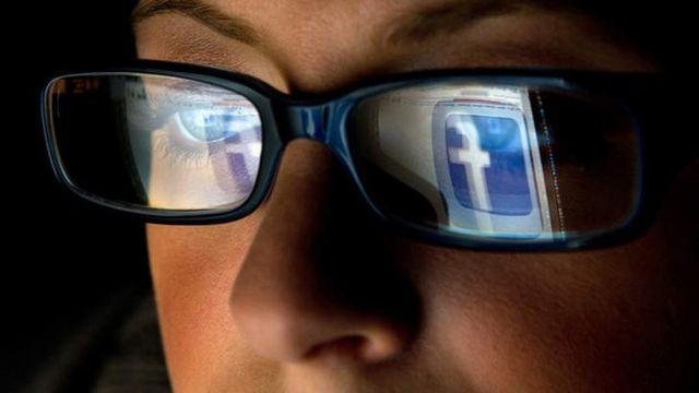 Facebook манипулирует