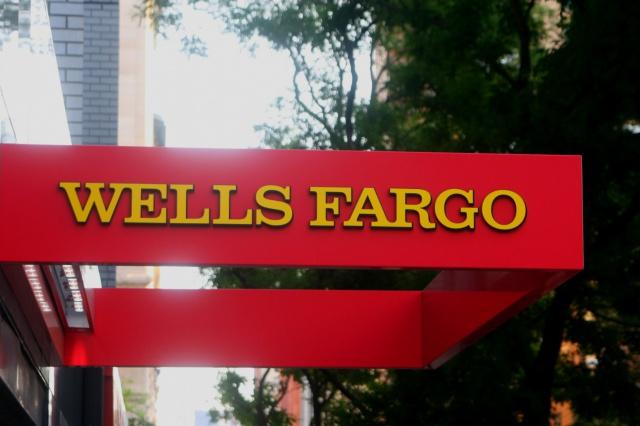 Прибыль Wells Fargo во