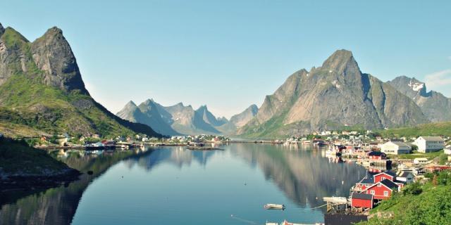 Норвегия присоединяется
