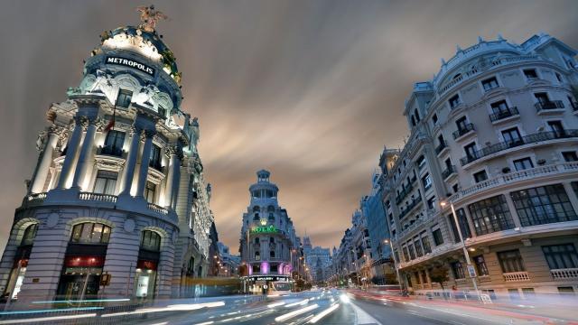 Испанские банки займут у