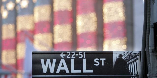 Почему Уолл-стрит не