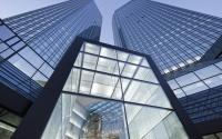 Фонд Deutsche Bank купил