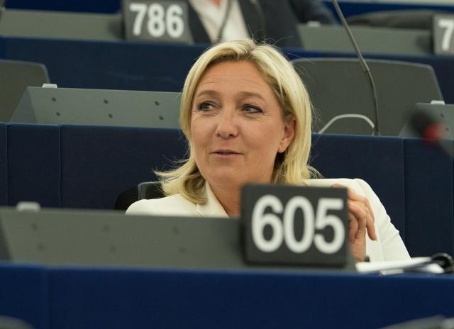 Марин Ле Пен помешала
