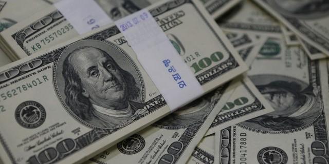 Доллар снизился в