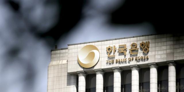 Банк Кореи понизил