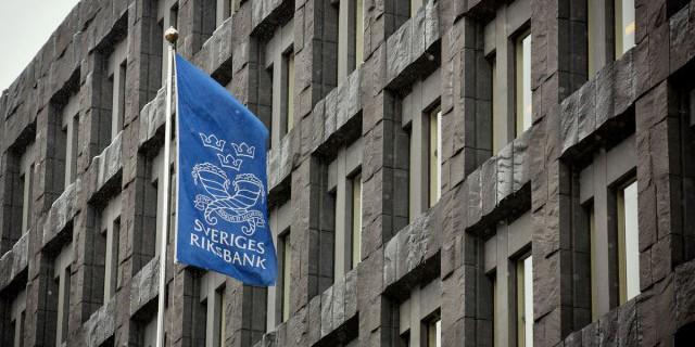 Банк Швеции понизил