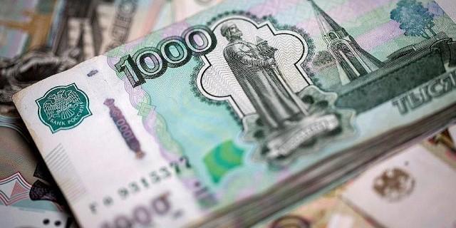 Обвал рубля бьет по
