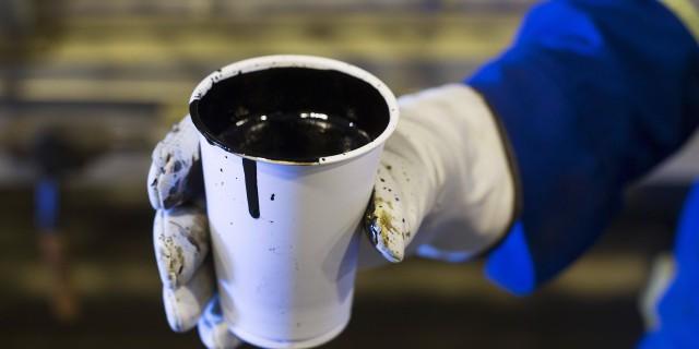 Цена на нефть упала до