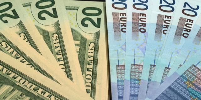 Доллар и евро обновили