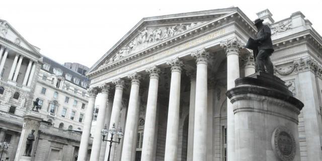 Банк Англии вновь