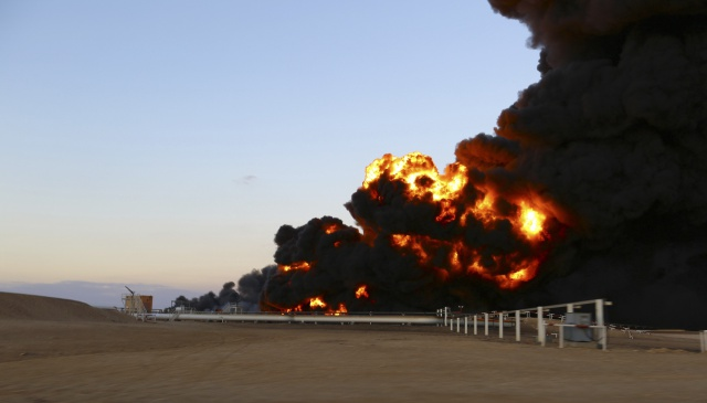 Нефть падает рекордными