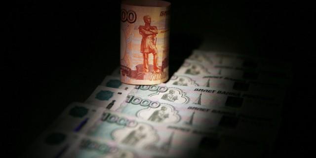 Рубль резко упал на фоне