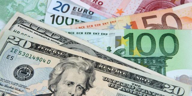 Доллар растет к евро на