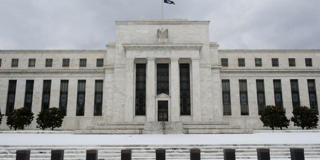 ФРС не отказывается от