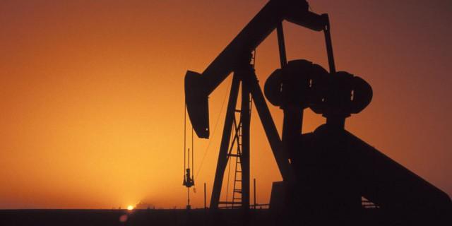 Нефть растет после