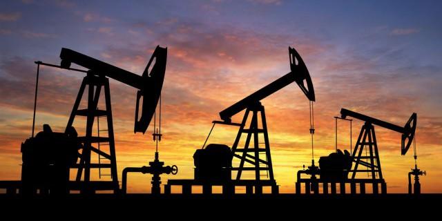 Нефть вновь начала