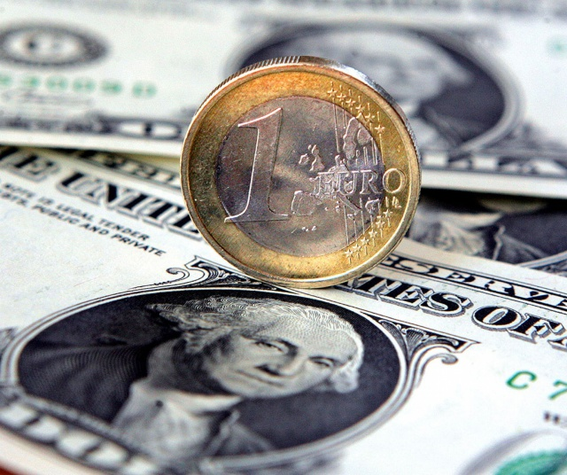 Евро пробил уровень 70