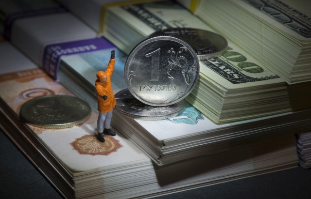 Рубль растет на фоне