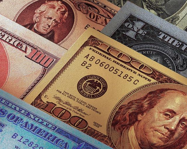 ЦБ: спрос на валюту в