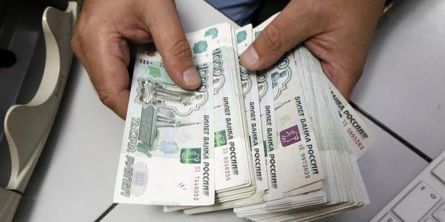 Рубль укрепился в