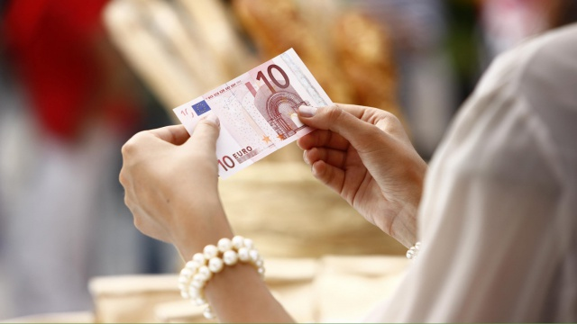 Евро ушел ниже уровня 70