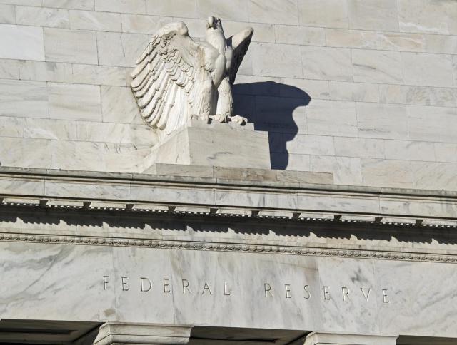 Буллард: ФРС уже пора
